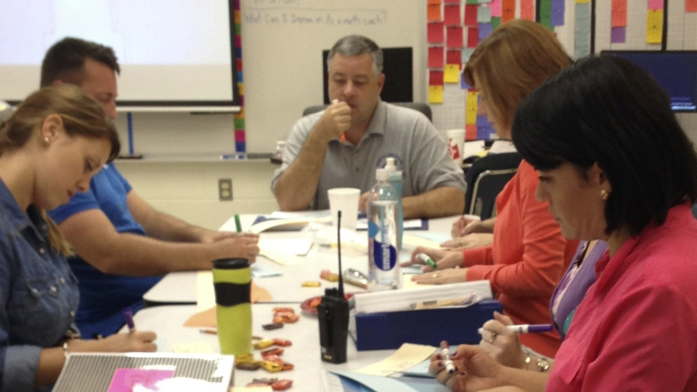 Picture of Mort elementary teachers in discussion.