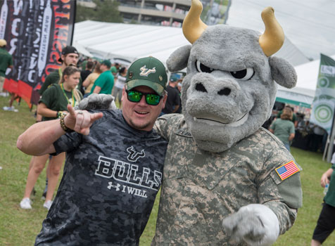A student veteran puts his horns up with Rocky