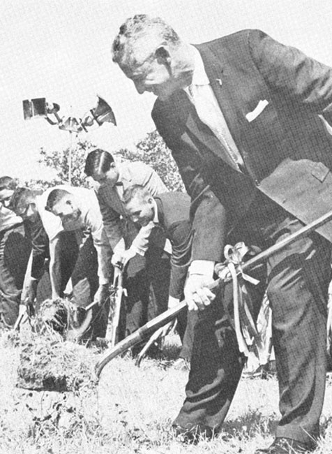 President Allen breaking ground on USF's campus