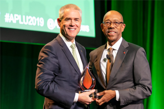 President Currall receives the 2019 Institutional Award for Global Learning, Research & Engagement from Michael Drake, president of The Ohio State University and chair of the Association of Public Land-grant Universities (APLU) Board of Directors.